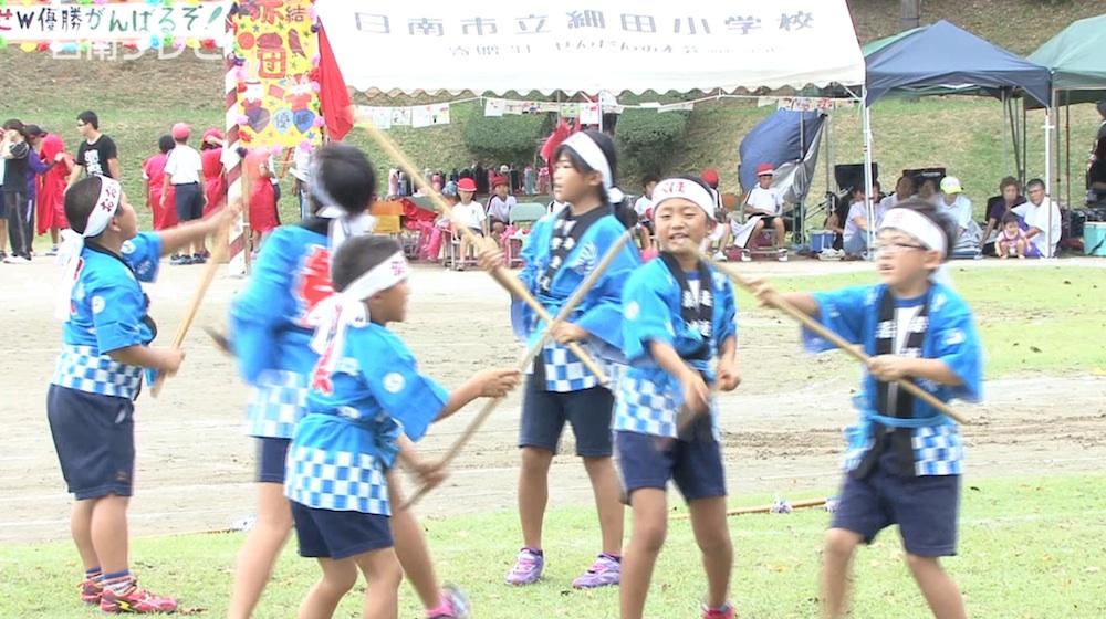 合同運動会で寺村剣棒踊りを披露