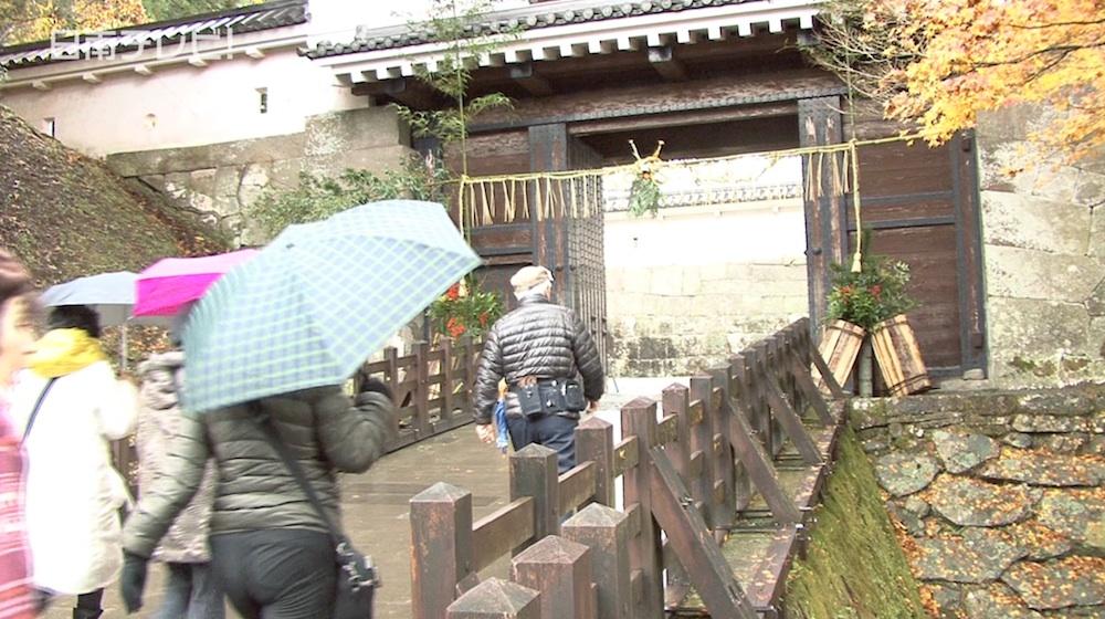 飫肥城址 大手門に門松としめ縄が飾られる