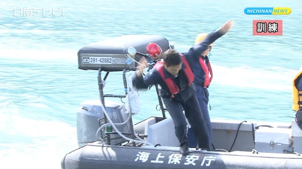 宮崎海上保安部 油津港で救命胴衣訓練