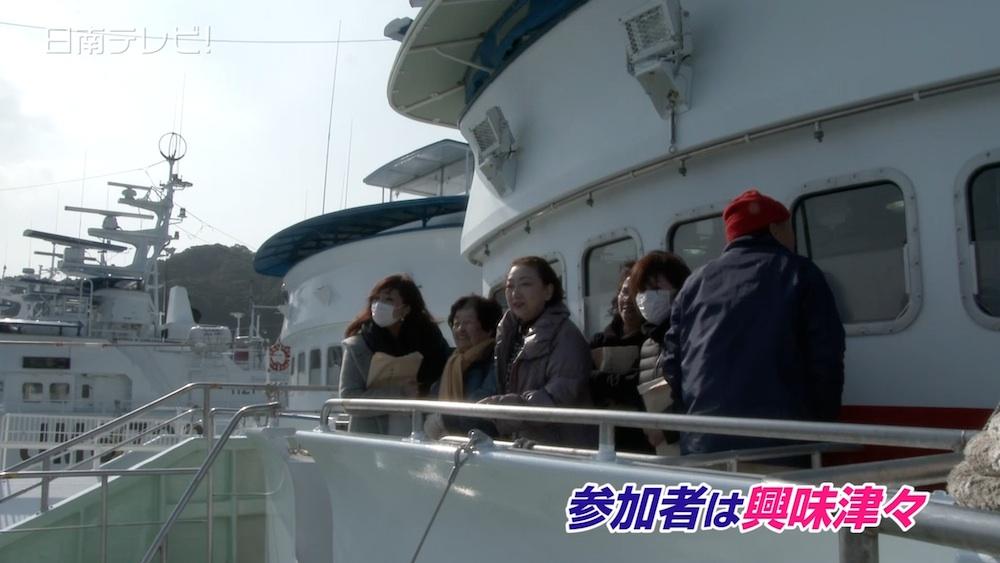 目井津港でカツオ船の見学