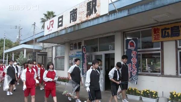 日南学園の中学生が美化活動