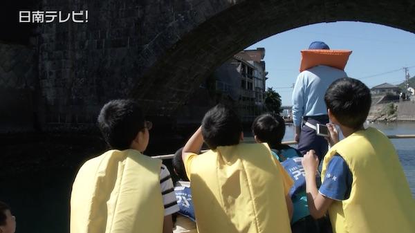 小学生が木造船で航海?