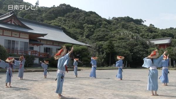 初盆で供養 伝統の「鵜戸盆踊り」